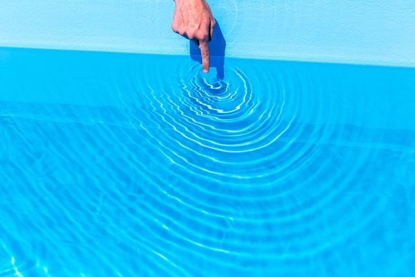 Chauffer une piscine au soleil