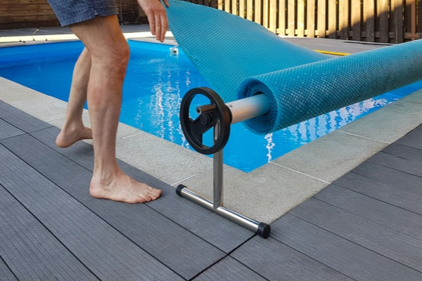 Chauffer une piscine sans chauffage
