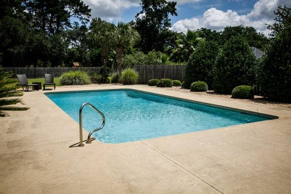 Construire une piscine en béton